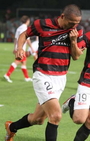 Keen to re-sign … Wanderers marquee player Shinji Ono during the game against Melbourne Heart at Parramatta ...