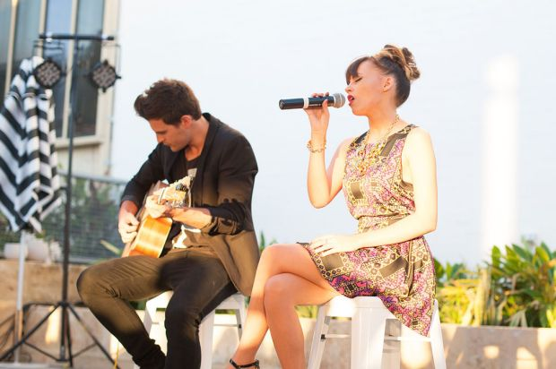 Samantha Jade performing with guitarist Marcus Catanzaro.