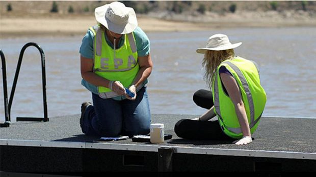Sandie Jones and Claire Hindle from the Environment Protection Authority testing the water at Hume Park.