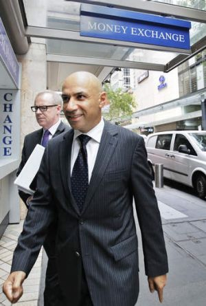 Confidential coal maps ... Moses Obeid walks towards ICAC to give evidence on Friday.