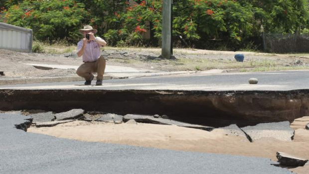 Campbell Newman takes a tour of the flood damage in North Bundaberg.
