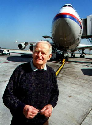 Dr David Warren, inventor of the black box flight recorder.