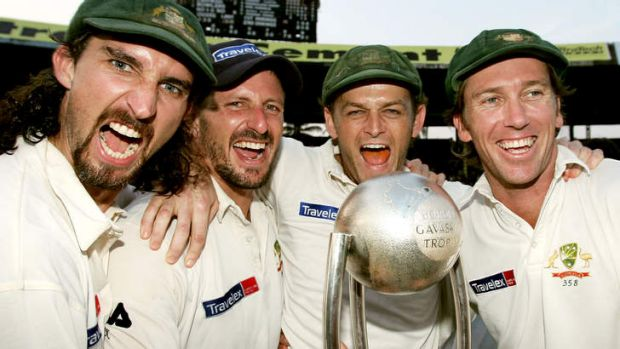 Jason Gillespie, Michael Kasprowicz, Adam Gilchrist and Glenn McGrath of Australia celebrate with the Border-Gavaskar ...