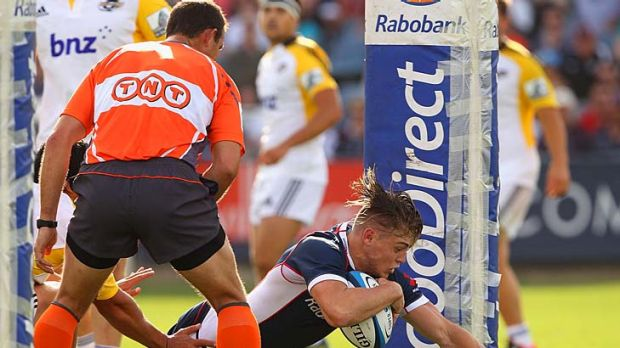 James O'Connor scores a try before his game-ending injury.
