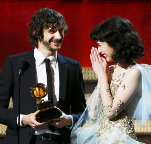 Gotye and Kimbra moments after receiving the Grammy award for Record of the Year.
