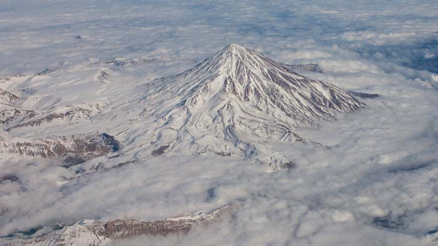 Some claim the Iranian jet was Photoshopped onto this generic picture of Mount Damavand.