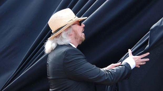 Barry Gibb unveils Redcliffe's tribute to the Bee Gees.