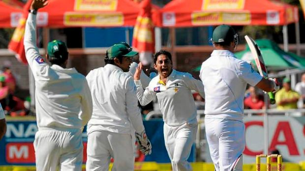 Jacques Kallis immediately calls for a review after being given out caught at bat-pad.