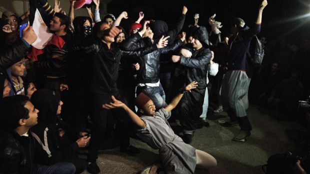 "Egyptian Actvists and youth perform the Internet craze, the ""Harlem Shake"" in front of the Muslim Brotherhood ..."