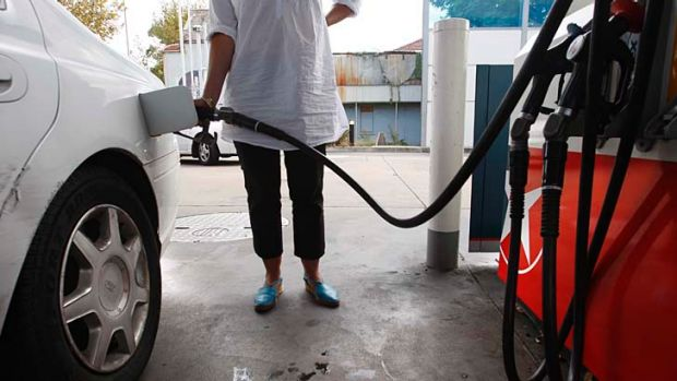 A drop in the price of a barrel of oil on the Singapore market could push prices down at the pump for Australian motorists.