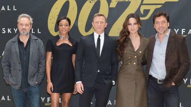 On the outer... <i>Skyfall</i> director Sam Mendes and his cast (from left) Naomie Harris, Daniel Craig, Bernice Marlohe ...