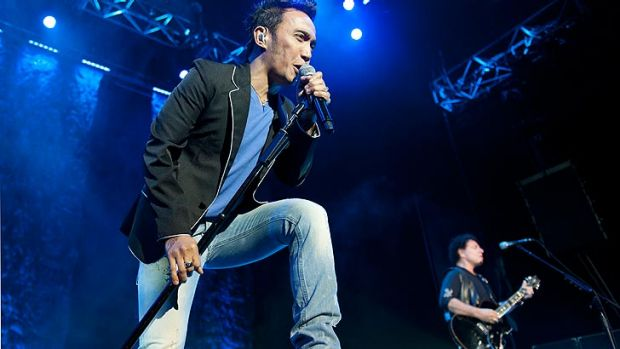 Journey lead singer Arnel Pineda was undone by poor sound on Thursday night. Whether that was the fault of the band or ...