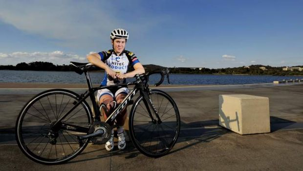 Canberra cyclist Chloe Hosking has flown back from Europe to race in the Oceania Road Cycling Championships.