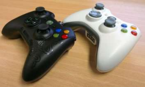The Sabertooth doesn't stray far from the original controller's form factor.