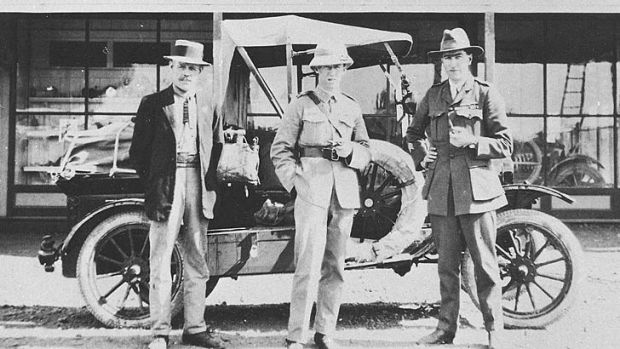 Paul McGinness and Hudson Fysh during their 1919 surveying expedition (McGinness centre, Fysh right).