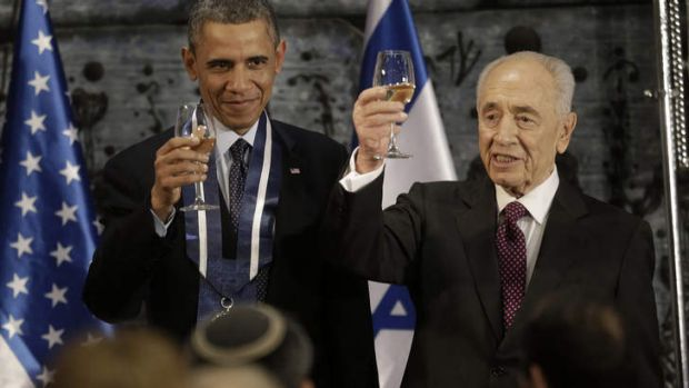 President Barack Obama and Israeli President Shimon Peres raise their glasses in a toast after Obama received the ...