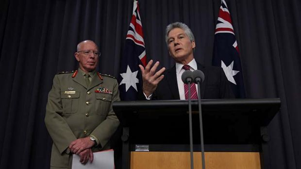 Defence Minister Stephen Smith (right) and Chief of the Defence Force General David Hurley (left) announce the Tarin ...