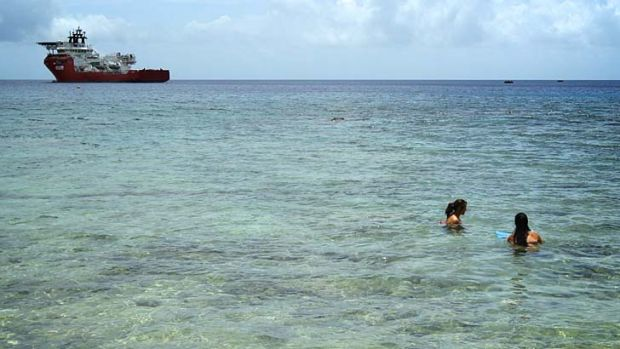 400 more asylum seekers expected by end of week for Flying fish cove christmas island