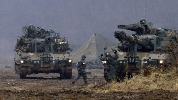 South Korean soldiers carry out a military exercise near the border with North Korea on Tuesday.