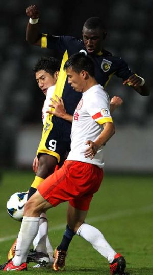 Uncomfortable: Bernie Ibinie, pictured, and the Mariners were never comfortable during their 2-1 win over Guizhou Renhe.