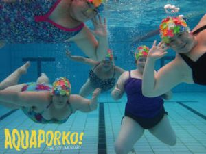 Synchronised swimming team Aquaporko.