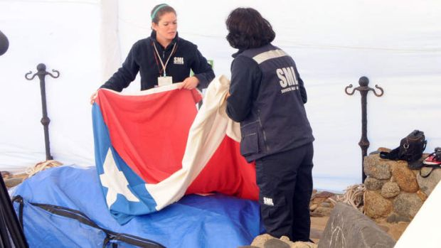 Neruda's coffin is covered with the Chilean flag.