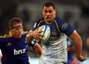 Veteran flanker George Smith of the Brumbies runs past another veteran, Brad Thorn of the Highlanders, during the round ...