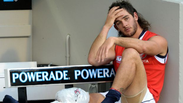 Another big knee injury ... Crow Taylor Walker on the bench with an apparent PCL knee injury.