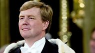 King Willem-Alexander assumes the Dutch throne (Video Thumbnail)