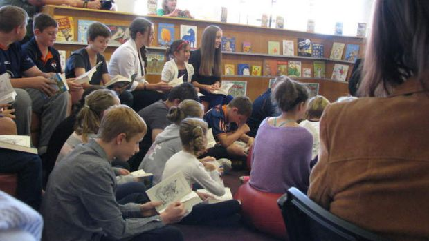 Children read along with Andy Griffiths via video conference.