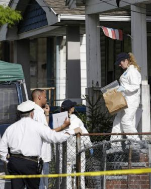 Investigation: FBI  agents remove evidence from the house of Ariel Castro.