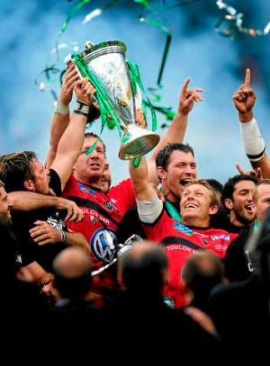 Toulon captain Jonny Wilkinson (r) lifts the Heineken Cup in May.