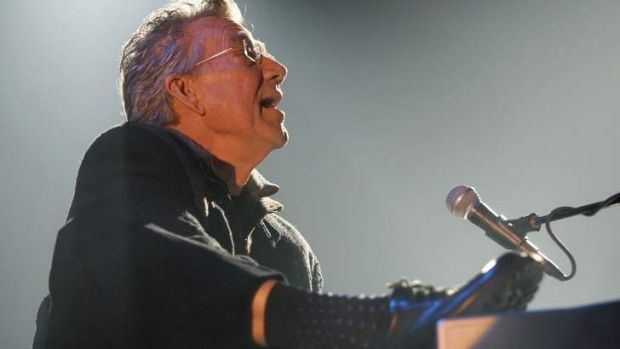 Ray Manzarek performing during The Doors' 40th anniversary tour of Europe in 2007.