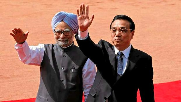 Mr Li and Mr Singh at a reception at India's presidential palace.