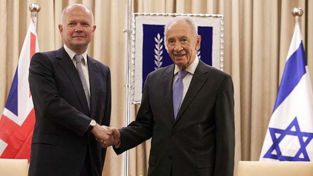 """Push for """"bold leadership"""": Britain's Foreign Secretary William Hague shakes hands with Israeli President Shimon Peres."""