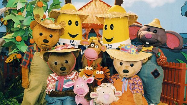 <i>Bananas in Pyjamas</i>: B1 and B2 with their friends as seen in the live-action series.