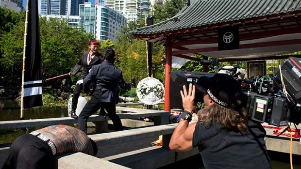 Filming <i>The Wolverine</i> in the Chinese Gardens.