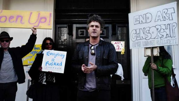 Geoff Newton protesting outside the Linden Gallery, St Kilda.