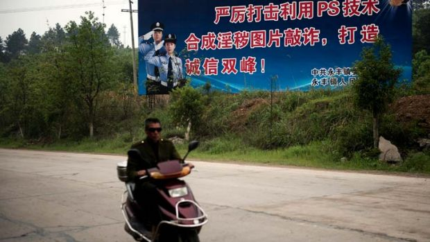 A sign in Suangfeng County attacks the use of Photoshop to forge compromising images of officials.