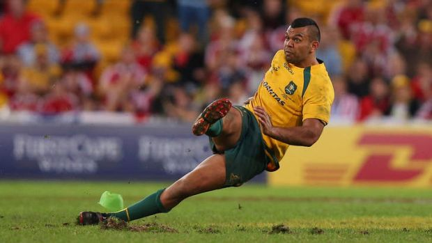 Kurtley Beale slips while trying to kick the winning penalty.