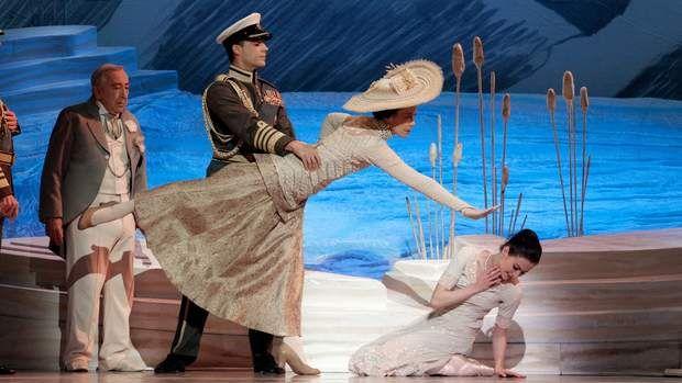 A scene from the Australian Ballet production of Graeme Murphy's <i>Swan Lake</i>.