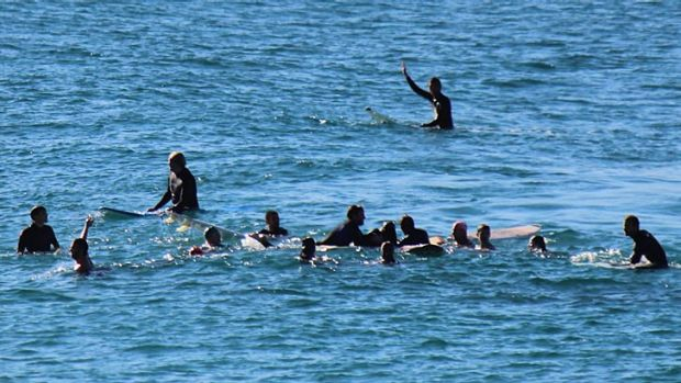 THE AFTERMATH ... surfers rush to the aid of the victim, Bishan Rajapakse.