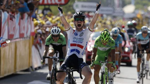 Mark Cavendish wins the 13th stage between Tours and Saint-Amand-Montrond.