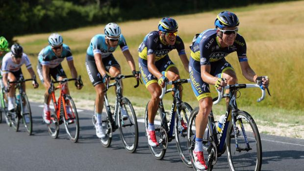 Michael Rogers (R) of Team Saxo-Tinkoff drives the pace.