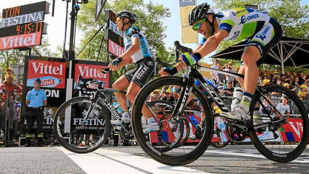 Matteo Trentin of Italy crosses the finish line just ahead of Michael Albasini.