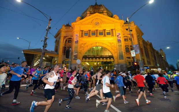 The Age Run Melbourne 1000's of runners make their way around the circuit.