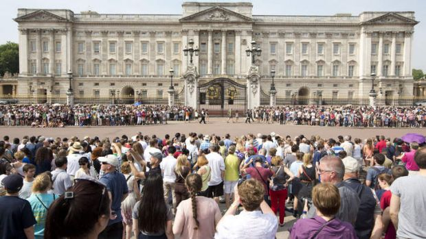 Crowds outside Buckingham Palace.