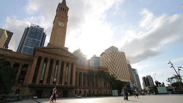 King George Square will turn royal blue to mark the birth of Will and Kate's first child.