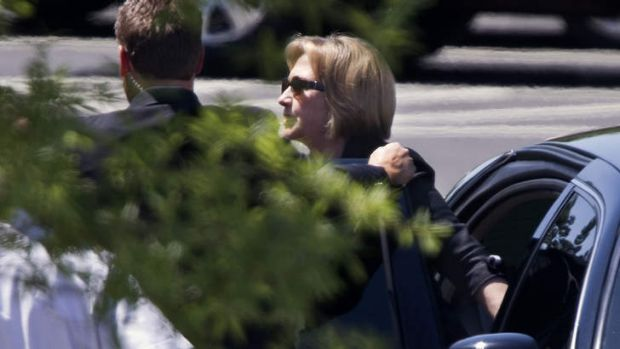 Clinton arrives at the White House.
