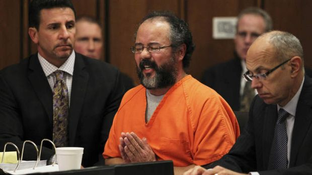 Ariel Castro breaks down while talking about the child that he fathered with Amada Berry as he addresses the court while ...